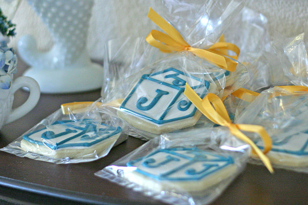 Vintage Chic Baby Boy Shower: cookie favors
