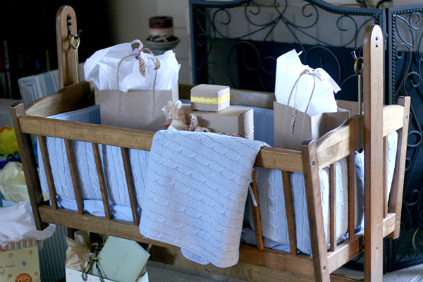Vintage Chic Baby Boy Shower: gift cradle