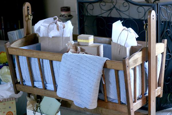 Vintage Chic Baby Boy Shower: gift cradle