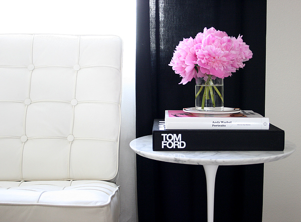 vignette: pink peonies on the Saarinen table