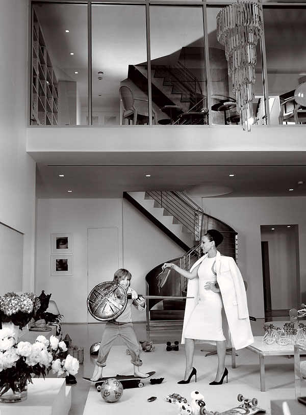 SJP at home in a Michael Kors coat & dress, Vogue