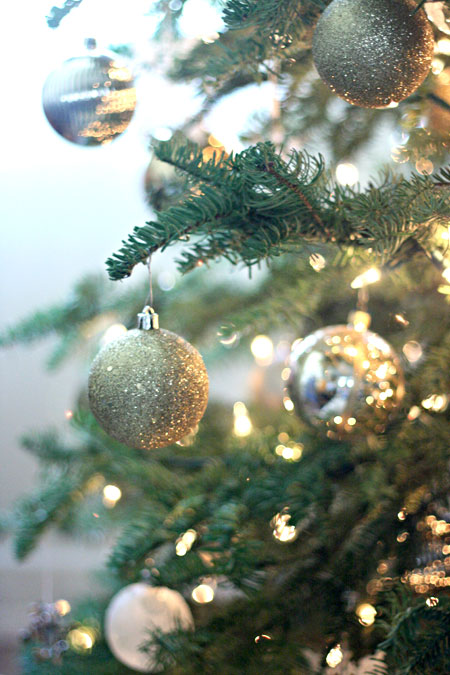 holiday-decor-gold-silver-white-ornaments-2