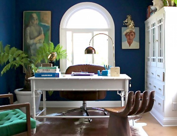 emily-henderson-office-arc-lamp-hand-chair-blue-white-desk1