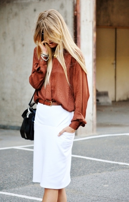 white-skirt-cognac-brown-blouse-black-bag1