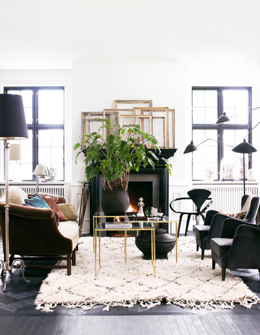 Day-Birger-et-Mikkelsen-living-room-black-white-brass-beni-ourain-serge-mouille-Lonny-Dec-2012