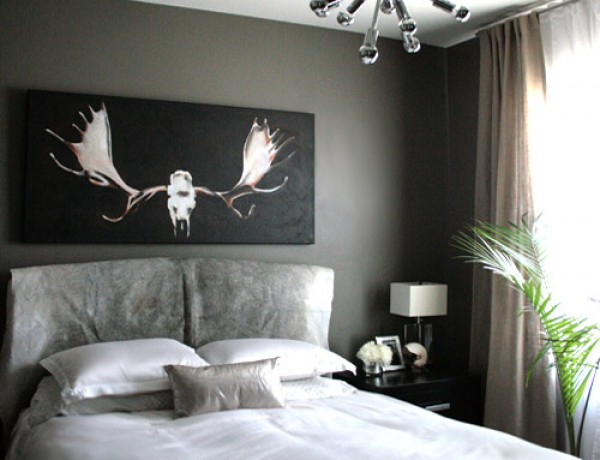 small-shop-bedroom-gray-white-linen-antlers-cowhide-sputnik1