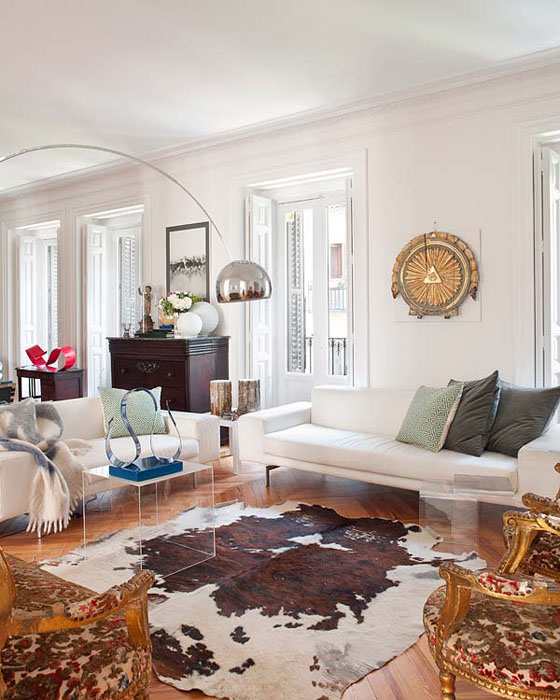 Arroyo-Arquitectos-living-room-mod-classic-cowhide
