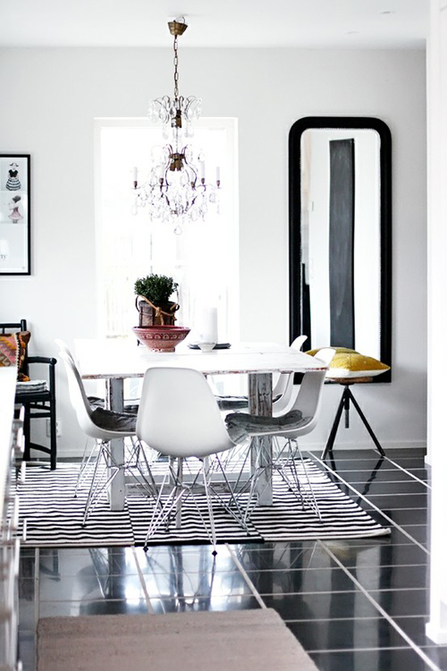 BLACK+WHITE DINING Breakfast Nook