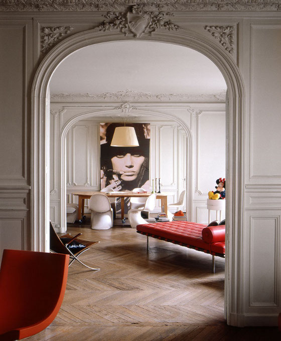 Rodolphe-Menudier-apt-Parisian-Mod-living-room-molding-Barcelona-chaise-Panton-chairs-edgy-fashion-photograph
