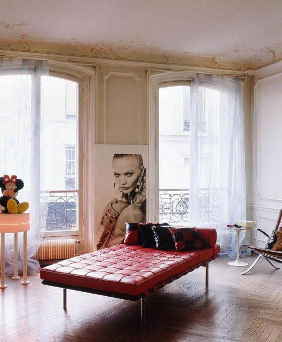Parisian mod design classics in a classic erika brechtel for Designer apartment paris