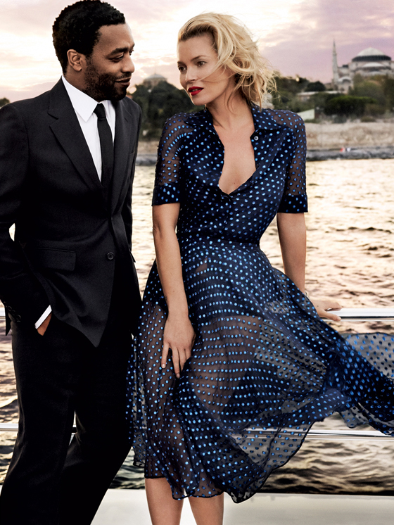 Kate-Moss-Istanbul-Vogue-Dec13-sunset-sail-Gucci-navy-polka-dot-dress-photo-by-Mario-Testino