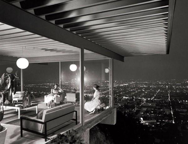 Julius-Shulman-Case-Study-House-22-by-Pierre-Koenig-19601