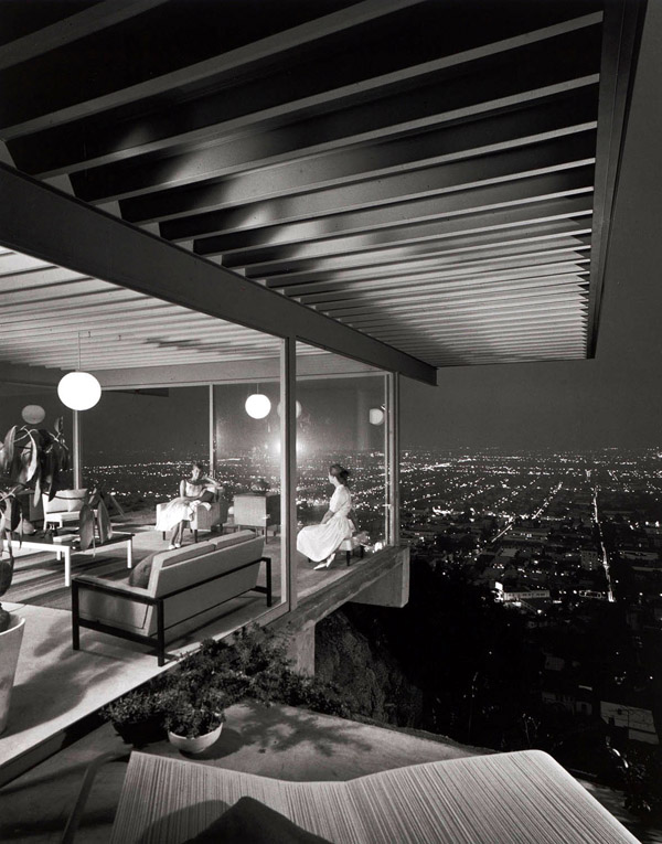 Julius-Shulman-Case-Study-House-22-by-Pierre-Koenig-19601