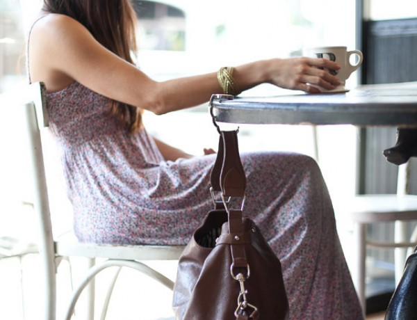 Luxe-Link-handbag-clip-giveaway-cafe-maxi-dress-booties-styled-by-Erika-Brechtel-photo-by-Jen-Daigle