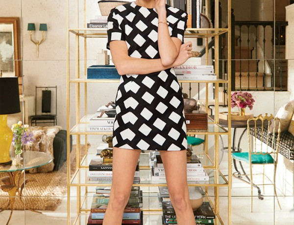 Karlie-Kloss-model-home-NYC-Vogue-mirrored-wall-brass-etagere-Narcisco-Rodriguez-dress