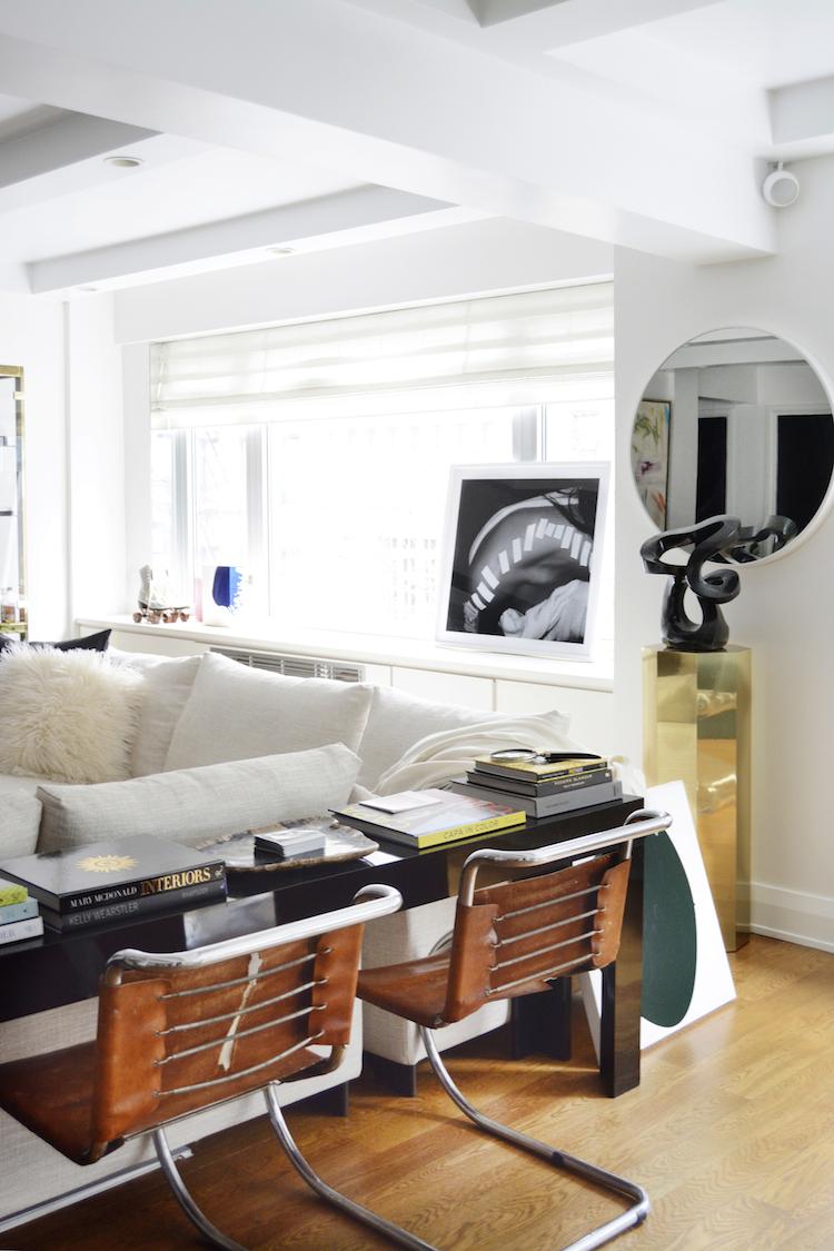 Living Room Sketch: ARTFUL SPACE Sketch42's Black & White Living Room