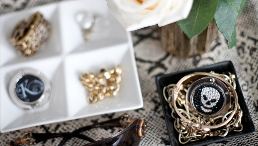 Luxe-Link-photo-shoot-styling-home-jewelry-vignette-by-Erika-Brechtel