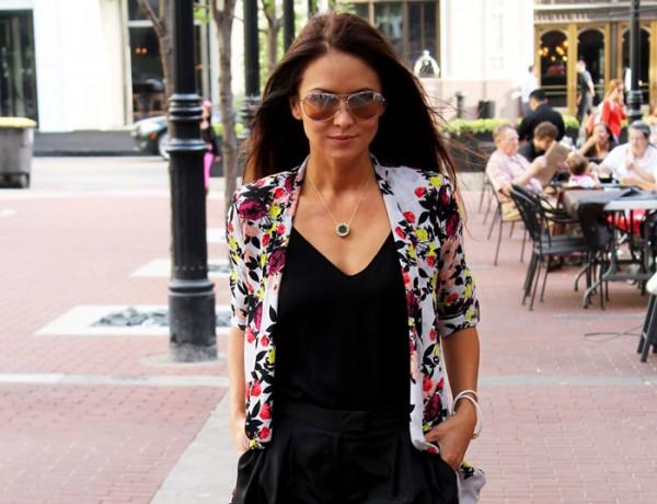 Erika Brechtel rStheCon outfit spring floral jacket black shorts aviators fringe sandals feat