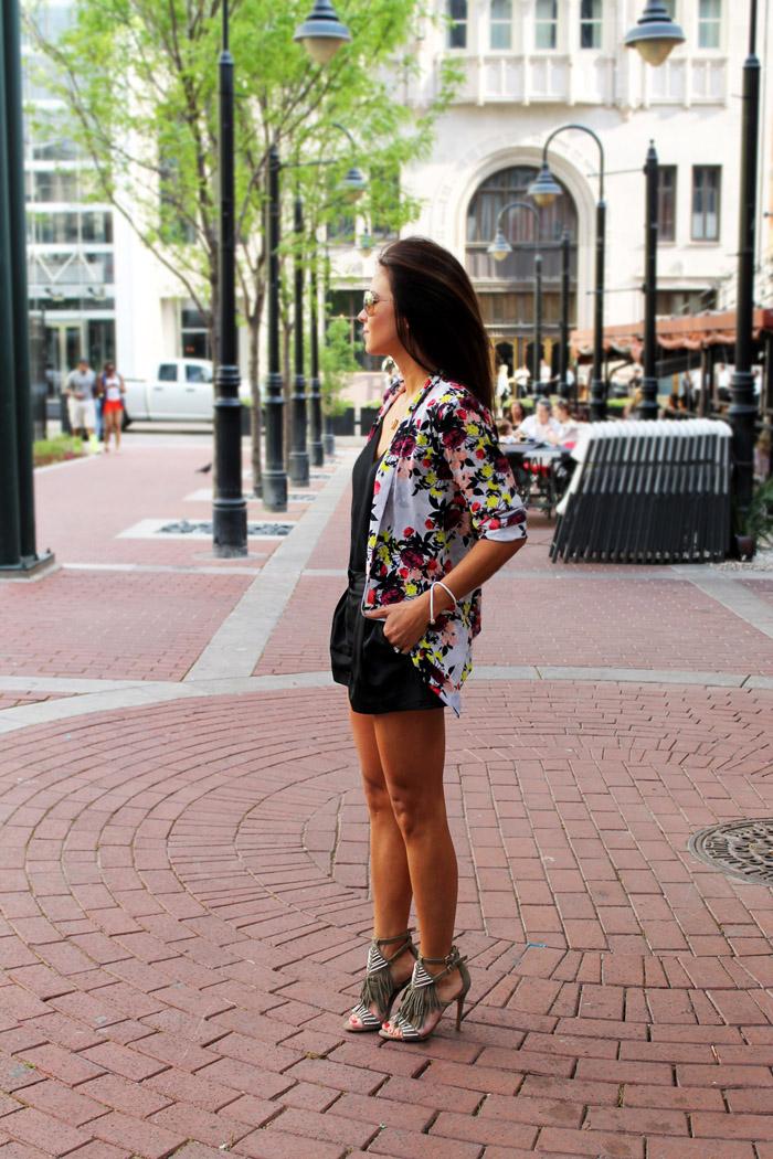 Erika Brechtel rStheCon outfit spring floral jacket black shorts fringe sandals