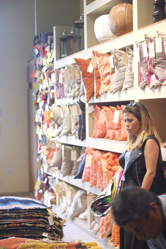 Lulu-Georgia-LGPOPUP-pillow-wall-rugs