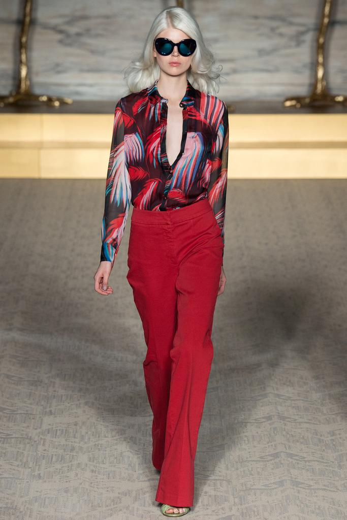 Matthew Williamson LFW Spirng 2015 tropical blouse red pants