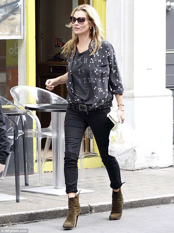 kate moss black jeans graphic tee button down blouse sueded booties