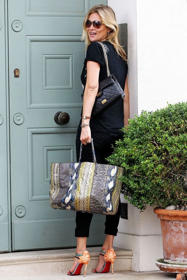 kate moss black jeans tee chanel bag bright sandals