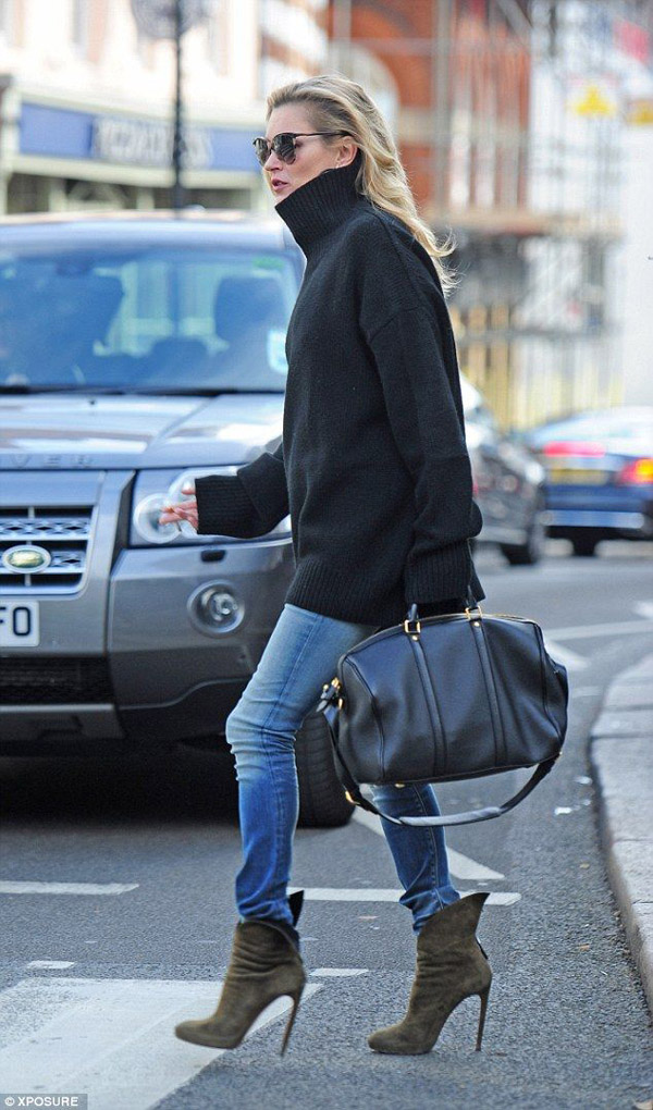 kate moss black sweater jeans suede booties black bag