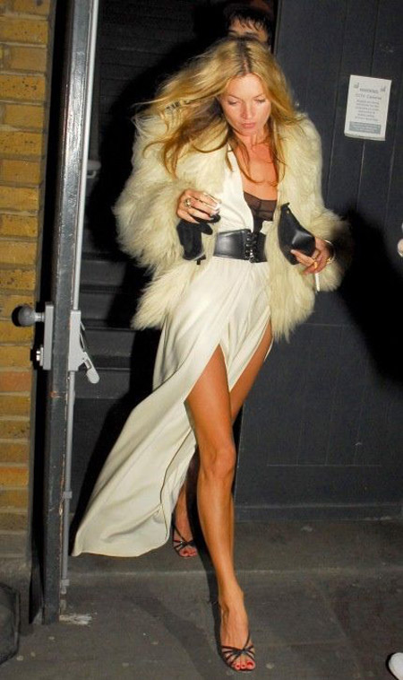 kate moss ivory dress fur coat black strappy sandals