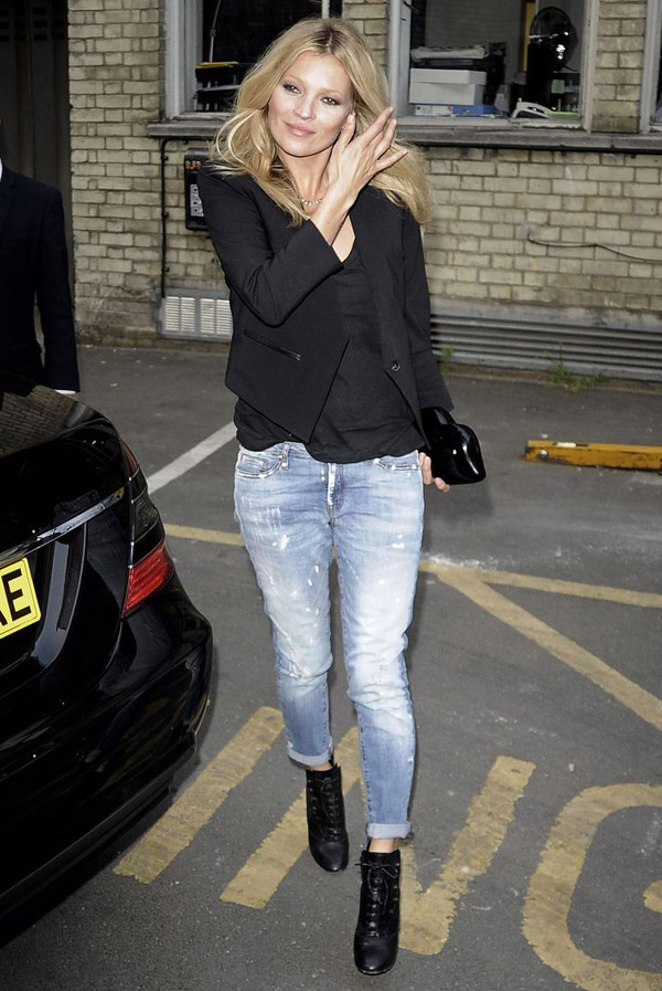 kate moss street style black blazer distressed jeans booties