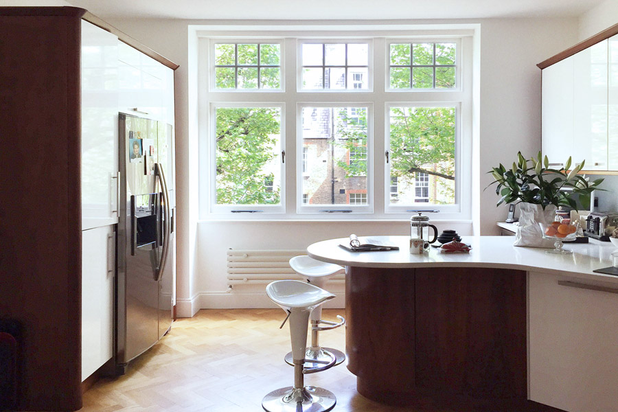 art flat Kensington London Unity Cantwell 08 kitchen gloss white cabinets wood island window
