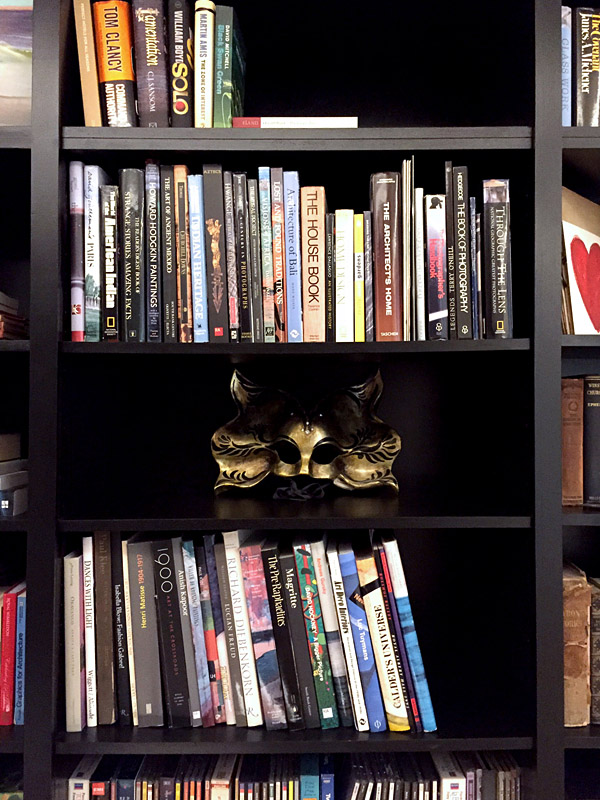 art flat Kensington London Unity Cantwell 13 entry black bookcases detail