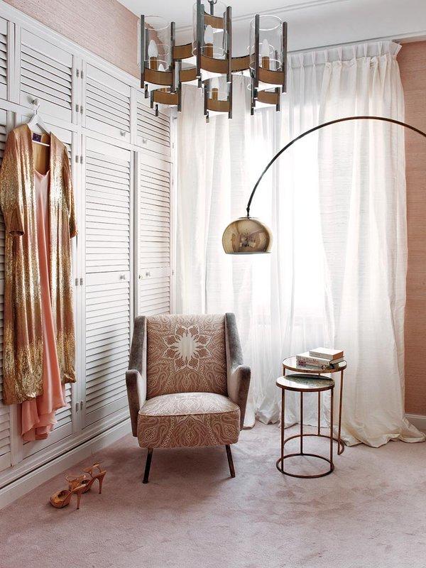 Living Pink Madrid apt vintage femme elegance glam bedroom salmon pink grasscloth wallpaper carpet arc lamp vintage hanging lamp closet