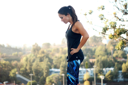 Fabletics August 2015 collection Erika Brechtel Salar crop wavy Aventura tank break