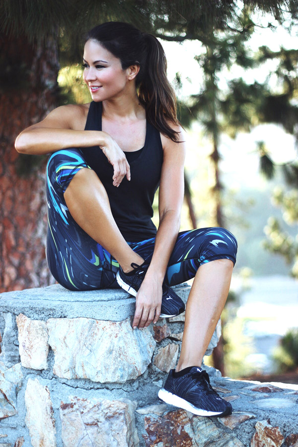 Fabletics August 2015 collection Erika Brechtel Salar crop wavy Aventura tank chain relax