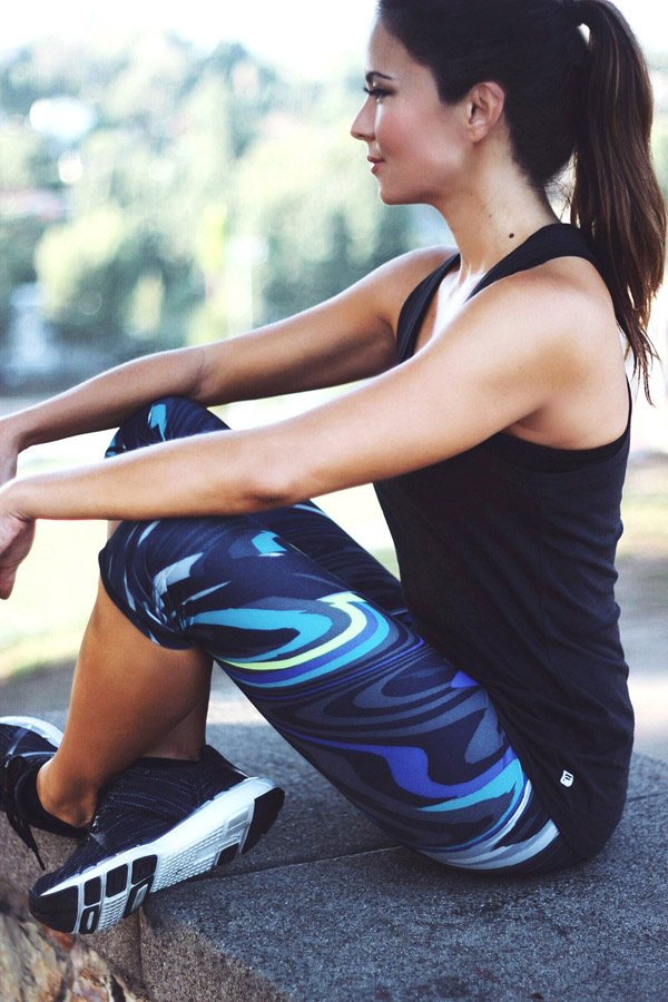 Fabletics August 2015 collection Erika Brechtel Salar crop wavy Aventura tank