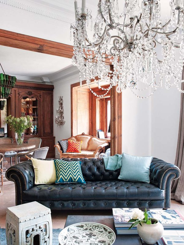 chesterfield living room Barcelona chandelier by Luzio