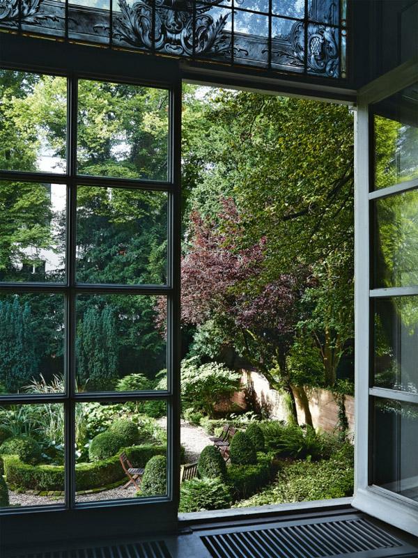 Viktor & Rolf Amsterdam HQ entry black doors garden