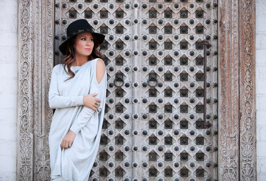 sweater dress OOTD Erika Brechtel day look black Panama hat 2