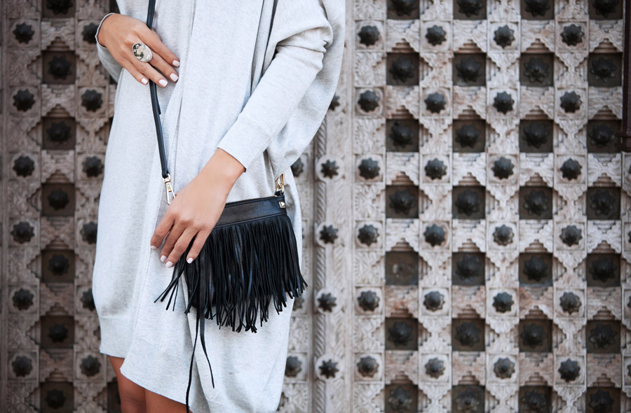 sweater dress OOTD Erika Brechtel day look black black fringe bag