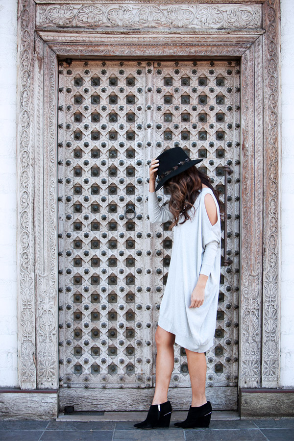 sweater dress OOTD Erika Brechtel day look black panama hat booties