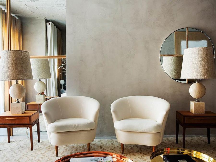 designer room tricks hang a mirror off center by OOAA Arquitectura via Nuevo Estilo