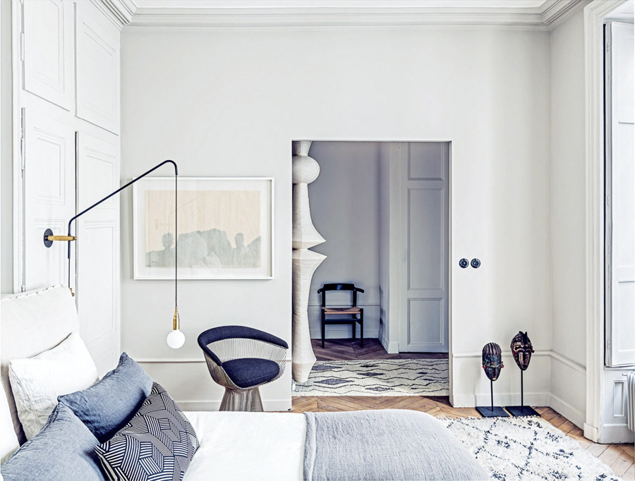 designer room tricks hang horizontal art in a vertical space by Maison Hand photo by Felix Forest via Vogue Living