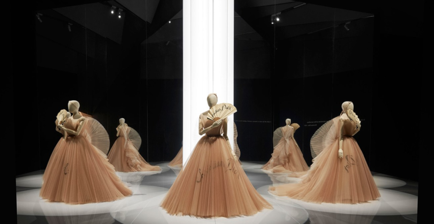 Dior exhibit at the V&A London photo by Adrien Dirand tulle organza gowns fans